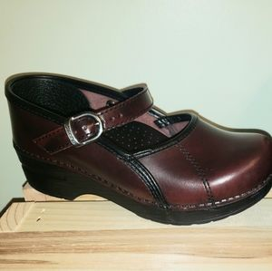 Dansko Mary Jane Clogs in Burgandy 35 (5)